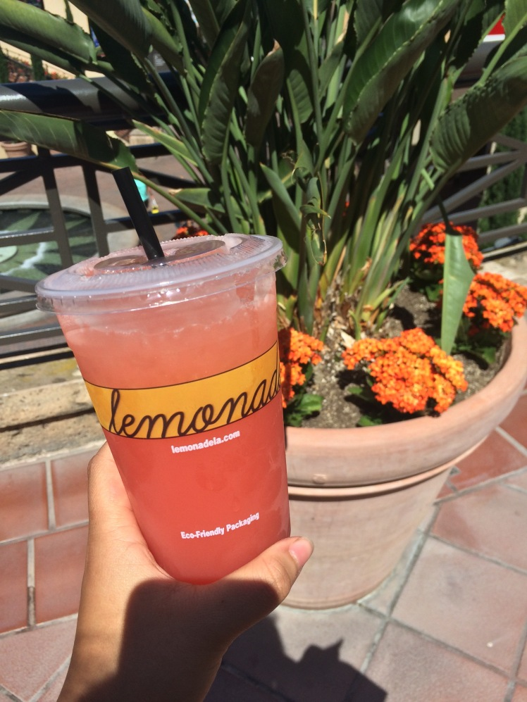 Blood Orange lemonade from the best lemonade store in California- Fashion Island
