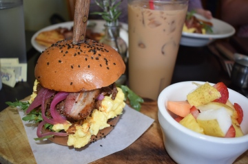 Pulled pork breakfast sandwich with fresh fruit and an iced coffee// Glorias, Highland Park
