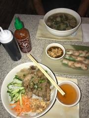 Getting my asian fix in with Vietnamese vermicelli with grilled beef and fresh shrimp spring rolls//Pho Banh Mi Che Cali, Pasadena
