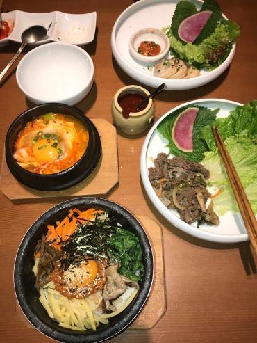 Beef bibimbap, grilled beef, yukgaejang and roasted pork, Korean style for the best lunch // Suran je, Shinjuku