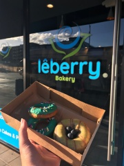 My newest donut discovery and obsession right in Old Pas. Blueberry cake donut with lemon glaze and two mini original glazed donuts // Leberry Bakery, Pasadena