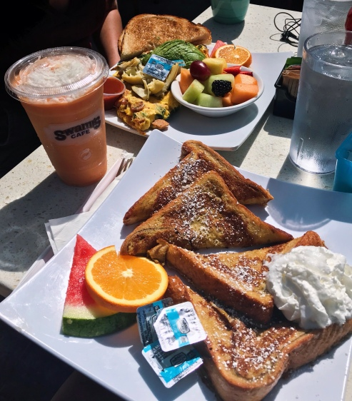 A roadtrip down to San Diego for the day calls for a brunch pit-stop out in the sun. Classic French toast, an omelette with a side of fruit and a tropical smoothie topped with shredded coconut // Swami's Cafe, Carlsbad