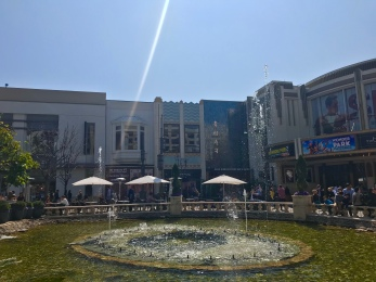 This is why I moved to Los Angeles.. like a lot of other reasons too but just look at this // The Grove, Los Angeles